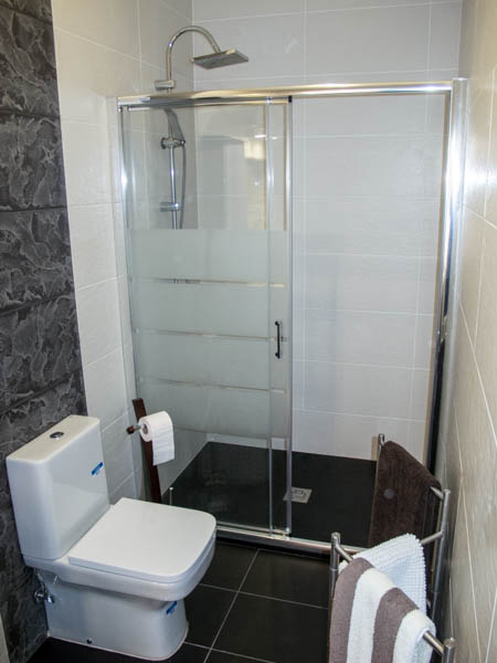 Ducha con suelo antideslizante fontaner a borja - Suelo antideslizante ducha ...