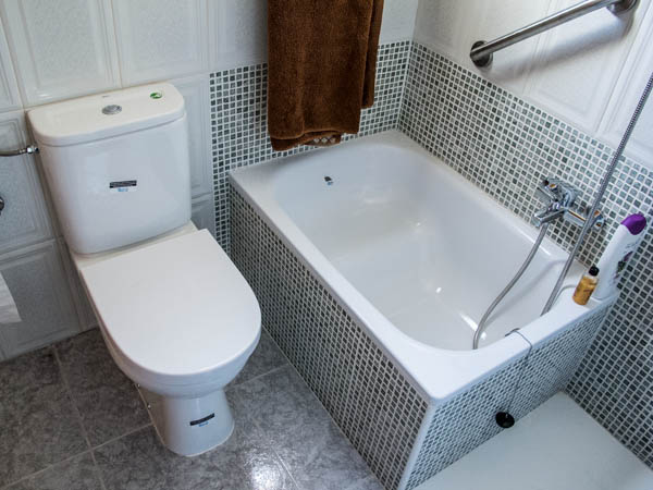 bathtub with an incorporated seat - Baeras Pequeas
